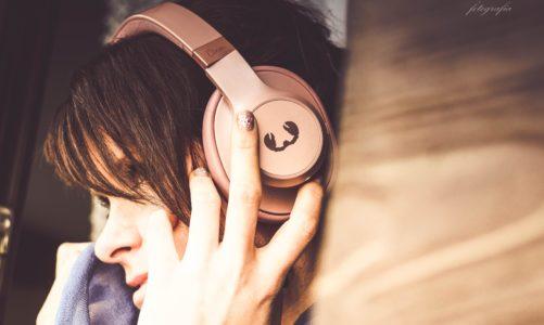 Nietuzinkowy design i stylowe wzornictwo. Co poza tym oferują nam bezprzewodowe słuchawki CLAM od FnR?
