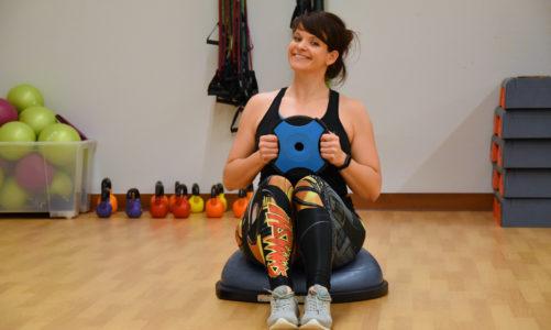 Zrób to z bosu – 4 ćwiczenia na brzuch, które musisz poznać